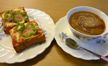 コーヒーとピザトースト.JPG